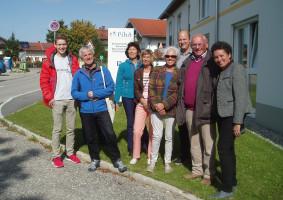 Die Gruppe vor dem Altersheim an der Bahnhofstraße