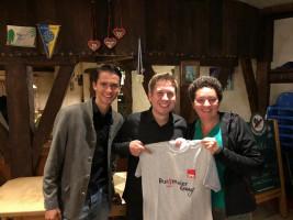 Danke für die Unterstützung unserer Jusos und meines Wahlkampfs! Und natürlich hab ich ihn nicht ohne Burgmaier-T-Shirt gehen lassen! Wer weiß: demnächst der heiße Scheiß in Berlin????