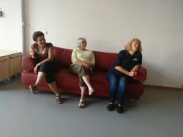 Manchmal muss man dazu einfach nur zuhören. Fällt natürlich leichter, wenn man auf einem roten Sofa sitzt..