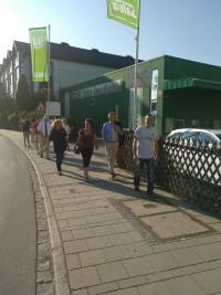 Meine Gruppe beim Ortsrundgang durch Bruckmühl